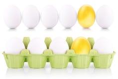Concept de witte en gouden eieren van Pasen Stock Afbeelding