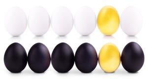 Concept de witte, gouden en zwarte eieren van Pasen Royalty-vrije Stock Afbeeldingen