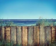 Concept de Wooden Tropical Seascape de plage et de barrière image libre de droits