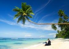 Concept de Working Beach Computer d'homme d'affaires Photographie stock