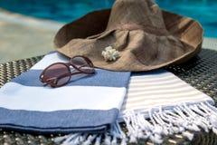 Concept des accessoires d'été en gros plan Images stock