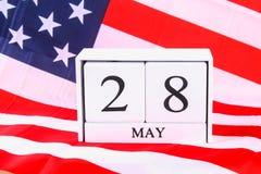 Concept des Etats-Unis Memorial Day avec le calendrier et le pavot rouge de souvenir sur le drapeau américain de bannière étoilée Photographie stock libre de droits