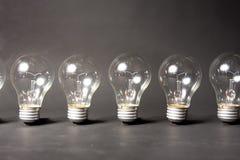 Concept des idées avec des séries d'ampoules photos stock