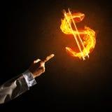 Concept die geld met de brandsymbool van de dollarmunt maken op donkere achtergrond Royalty-vrije Stock Afbeeldingen