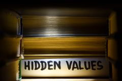 Concept die - oplossingen vinden, vindend verborgen kansen en waarden royalty-vrije stock fotografie