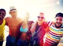 Concept divers d'été de plage de liaison d'amusement d'amies de personnes Photo libre de droits