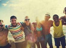 Concept divers d'été de plage de liaison d'amusement d'amies de personnes Photos stock
