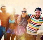 Concept divers d'été de plage de liaison d'amusement d'amies de personnes Image stock