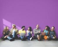 Concept divers de l'espace de copie de dispositif de Digital d'amitié de personnes Photo stock