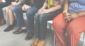 Concept divers de séance occasionnelle à la mode d'amis de chaises Photo stock