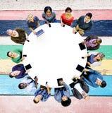 Concept divers de technologie de dispositif de Digital d'amies de personnes Photos libres de droits