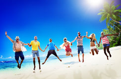 Concept divers de tir en suspension d'amusement d'amis d'été de plage Photographie stock