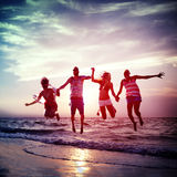 Concept divers de tir en suspension d'amusement d'amis d'été de plage Image libre de droits