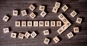 Concept door kruiswoordraadsel met woorden bedrijfssucces wordt voorgesteld dat om te gaan stock foto's