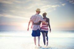 Concept doux d'amour de couples de vacances d'été de plage Photographie stock libre de droits