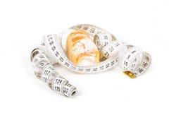 Concept du régime, gâteaux avec la bande de mesure Image libre de droits
