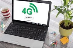 concept du réseau 4g sur un ordinateur portable Image stock
