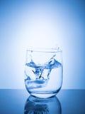 concept ecologycal Намочите консервацию, водные ресурсы, очищение, чистую воду, утечку воды Образ жизни для здравоохранения стоковые фото