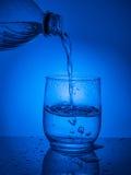 concept ecologycal Намочите консервацию, водные ресурсы, очищение, чистую воду, утечку воды Образ жизни для здравоохранения стоковые фотографии rf