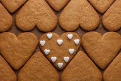Concept en forme de coeur d'amour de biscuits de pain d'épice Photographie stock libre de droits