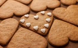 Concept en forme de coeur d'amour de biscuits de pain d'épice Photographie stock