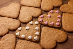 Concept en forme de coeur d'amour de biscuits de pain d'épice Images libres de droits