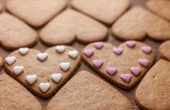 Concept en forme de coeur d'amour de biscuits de pain d'épice Photo stock