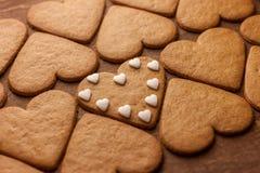 Concept en forme de coeur d'amour de biscuits de pain d'épice Images stock