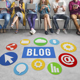 Concept en ligne Blogging de site Web satisfait de blog Photos libres de droits
