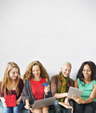 Concept en ligne d'achats d'unité d'amitié de filles Images libres de droits