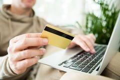 concept en ligne d'achats et de commerce électronique Photos libres de droits
