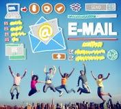 Concept en ligne de correspondance de transmission de messages d'email photographie stock