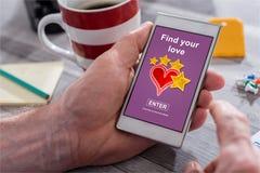 Concept en ligne de datation sur un smartphone Photos libres de droits