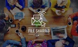 Concept en ligne de media de réseau d'email de partage de fichiers Images libres de droits