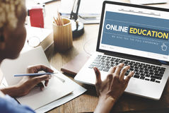 Concept en ligne de technologie d'apprentissage en ligne de page d'accueil d'éducation photos stock