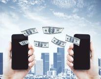Concept en ligne de transfert d'argent photographie stock libre de droits