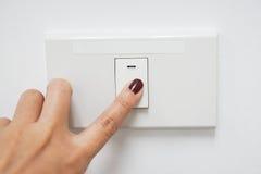 Concept energie - besparing door draai het licht weg royalty-vrije stock foto's