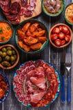 Concept espagnol typique de tapas, style rustique, vue supérieure Photo stock