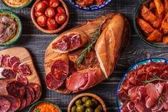 Concept espagnol typique de tapas, style rustique, vue supérieure Photographie stock