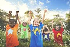 Concept espiègle d'enfant d'amis d'amitié d'enfants Photos stock