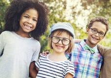 Concept espiègle de bonheur d'unité d'amitié d'enfants Photo stock