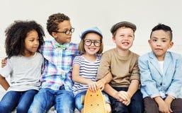 Concept espiègle de bonheur d'unité d'amitié d'enfants Photo libre de droits