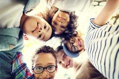 Concept espiègle de bonheur d'unité d'amitié d'enfants Photographie stock