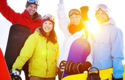 Concept extrême d'hiver d'amis de ski de surfeurs Image libre de droits