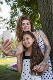 Concept femelle de mode de vie de selfie d'amitié Image libre de droits