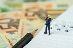 Concept financier de chef de file des affaires de succès par le chiffre miniature Bu photos stock