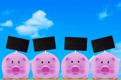 Concept financier, enregistrant l'argent Photographie stock libre de droits