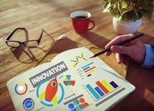 Concept fonctionnant d'innovation de succès de croissance de créativité de bloc-notes Photos stock