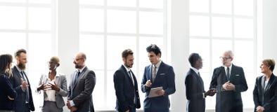 Concept fonctionnant de stratégie de discussion de réunion de groupe d'affaires Images stock