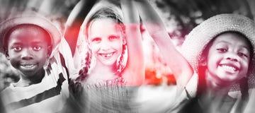 Concept gai d'amitié d'enfance d'enfants de diversité Photos libres de droits